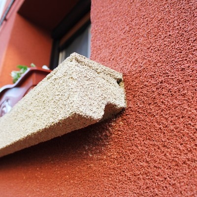 Reforma de fachada con corcho - alfeizar