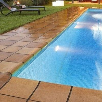 Bordes para piscinas perfect baldosas de exterior borde for Bordes de piscina