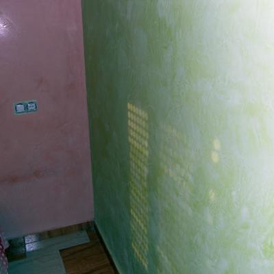 habitacion a dos colores en estuco