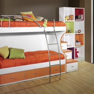 Habitación color blanco y naranja