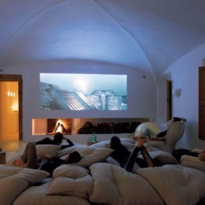 Home cinema con proyección sobre pared