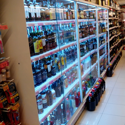 Iluminacion led vitrina licores supermercado Florida de Salou
