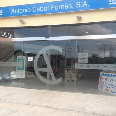 Puerta automática de cristal de grandes dimensiones