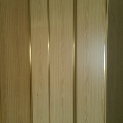 armario de rincón abierto