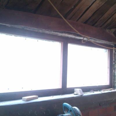ventana con marco de roble