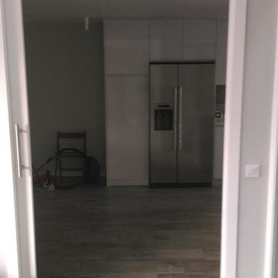 Puerta corredera hacia cocina
