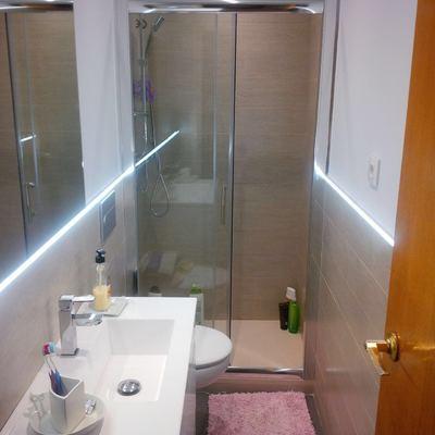 Baño moderno con un toque especial