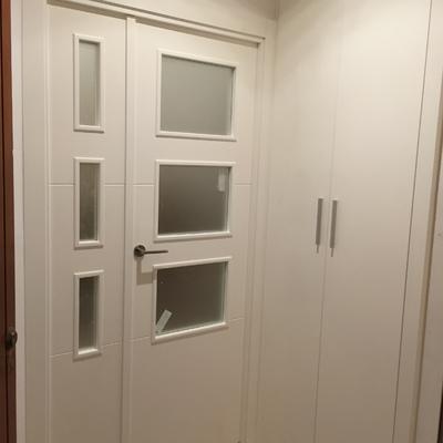 Puerta entrada a salón parte exterior