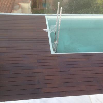 Terraza elevada tarima de bambu