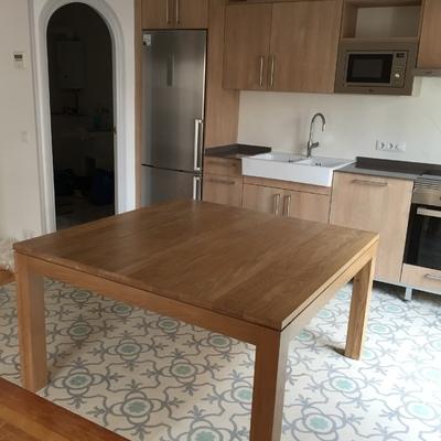 Mesa de madera maciza de roble
