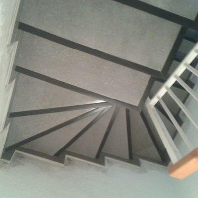 Revestir peldaños escalera