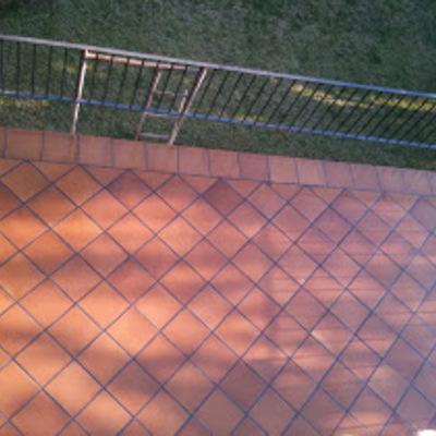 Colocacion de suelo de terrazas