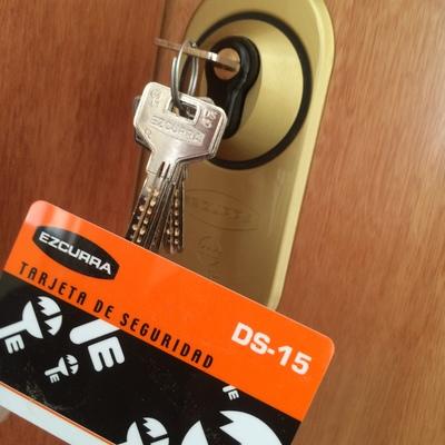 Llaves de alta seguridad para puertas de entrada.