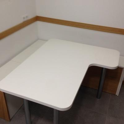 Mesa y banco de melamina
