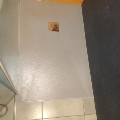 Plata de ducha incorporado dentro de uno de acero inoxidable