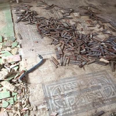 Recuperación pavimento mosaico.