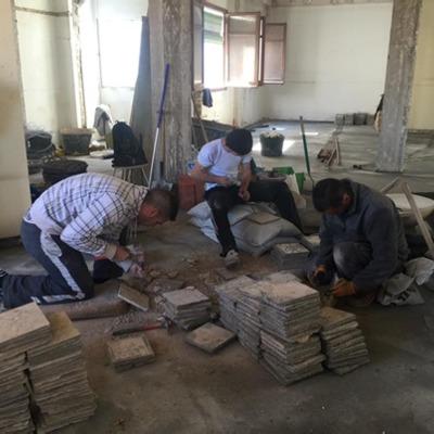 Restauración y limpieza pavimento mosaico recuperado.