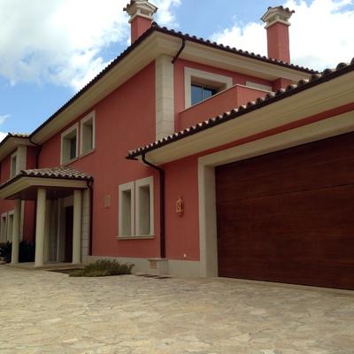 Imagen de la entrada a la villa