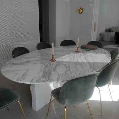 Mesa en marmol Volakas diagonal montada a libro