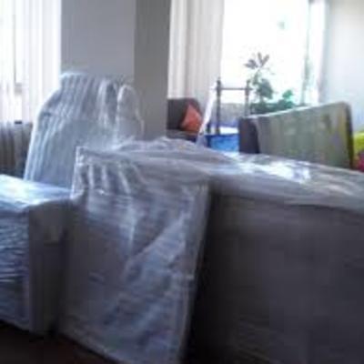 Preparación de muebles delicados para transporte  .. .