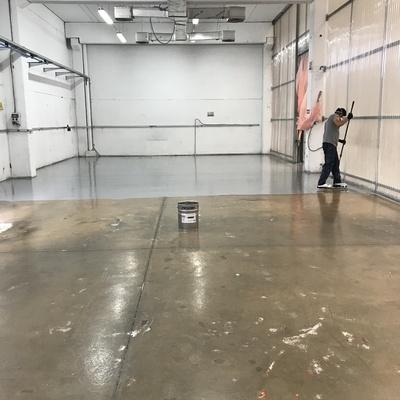 preparación de suelo y aplicación de pintura epoxi