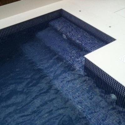 Accés a piscina petita