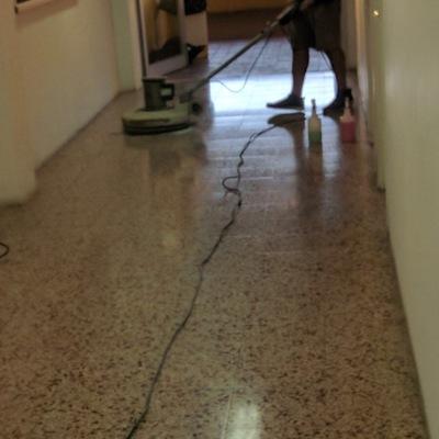 Pulido y abrillantado de pavimento