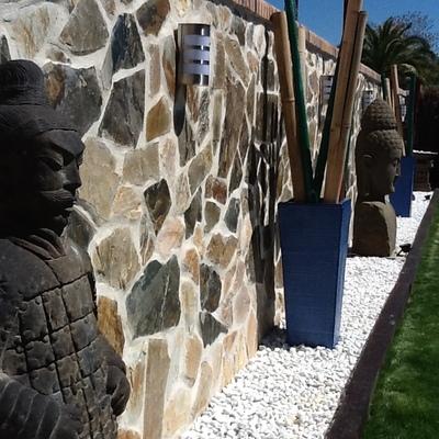 Detalle Piezas de piedra talladas a mano