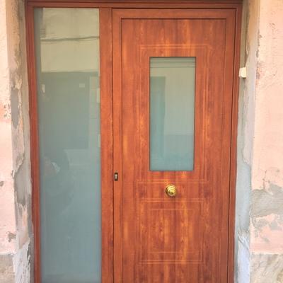 puerta principal a una vivienda