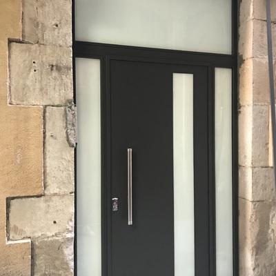 Instalación de puerta de Comunidad