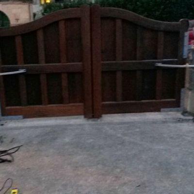 Puerta madera en Ceceñas