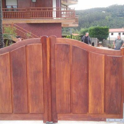Puerta de madera de ceceñas