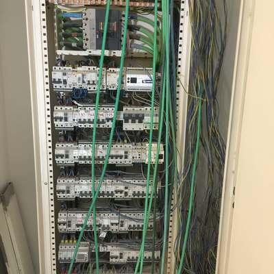 Instalación eléctrica en nave comercial