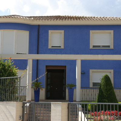 Casa independiente a las afueras del pueblo.