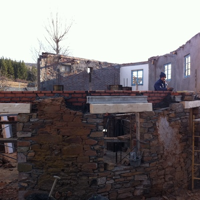 Conformación de huecos en muros de piedra