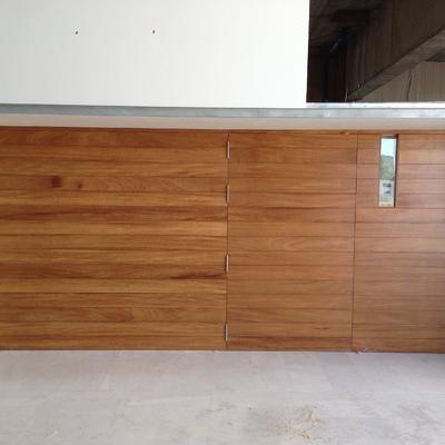 panelado de pared y puerta