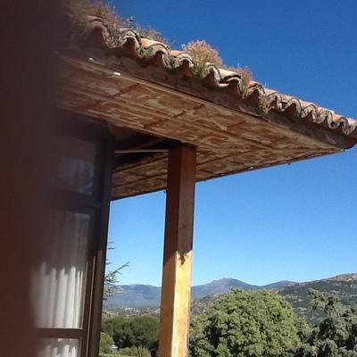 Forar alero de la casa con madera laminada
