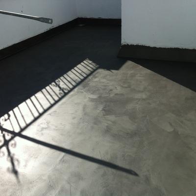 Terraza microcemento negro