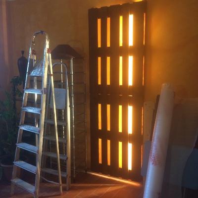 Lámpara de pared con palés