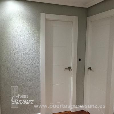 Puerta lacada en blanco Mod. 8-P