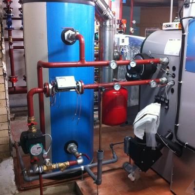 Caldera de biomasa para producción de A.C.S.
