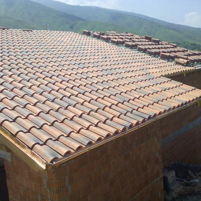 tejado casa de pueblo teja envejecida