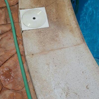 limpieza del borde de piscina