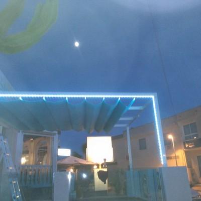 toldo para un restaurante con luz de leds