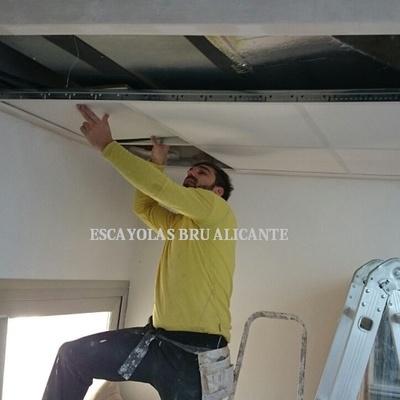 instalando techo desmontable en Sant Joan (Alicante)