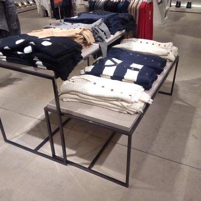 Mesas de hierro y madera