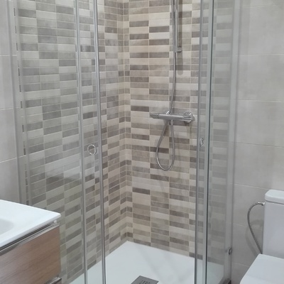 Baño completo en vivienda unifamiliar