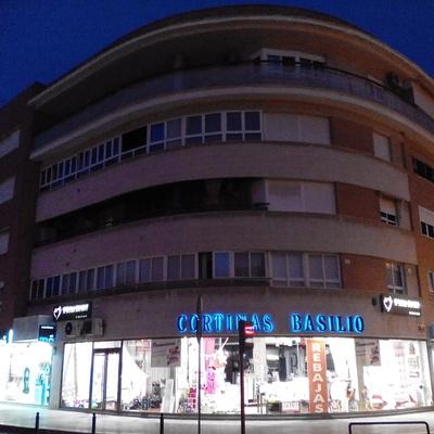 Fachada principal de la tienda de Cortinas Basilio en Lorca