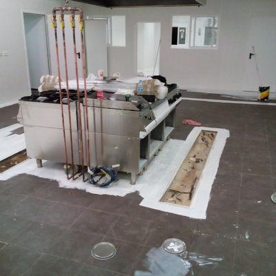 Imprimacion en suelo de cocina de hosteleria