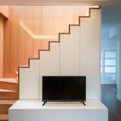 Escalera de madera de roble